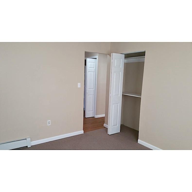 4bedroom-closet-door